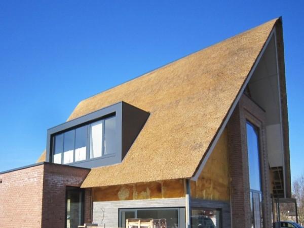Zinken dakkapel in rieten dak? Vergelijk de prijzen van dakkapelspecialisten!
