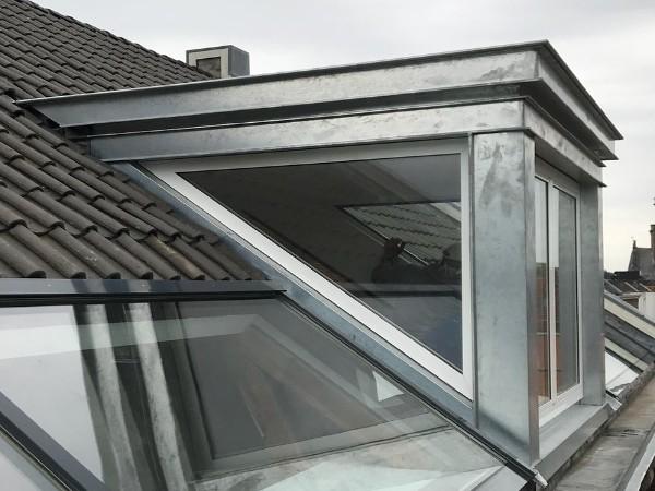 Zinken dakkapel met glazen zijkanten plaatsen? Vergelijk gratis de prijzen van dakkapel specialisten!