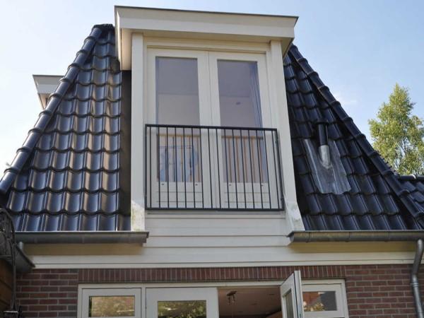 Dakkapel kozijn met deur? Vergelijk de prijzen op Dakkapelplaatsenvergelijker.nl